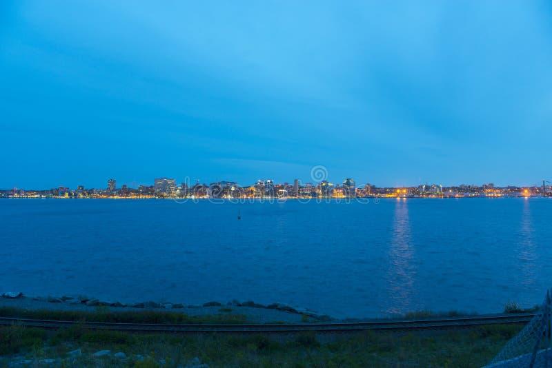 De Stadshorizon van Halifax bij nacht, Nova Scotia, Canada royalty-vrije stock foto's