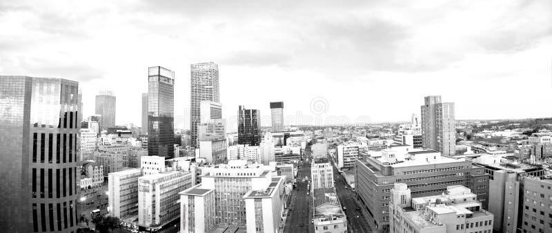 De stadshorizon van Johannesburg en hisgh stijgingstorens en gebouwen stock fotografie
