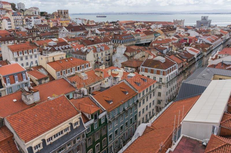 De stadshorizon van Lissabon, Portugal over Santa Justa Rua stock fotografie