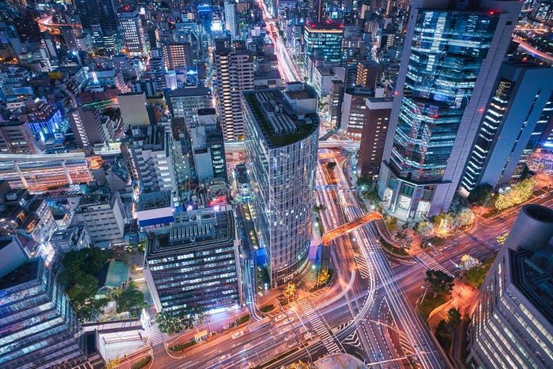 De stadshorizon van Osaka - commerci?le van Azi? moderne stad, cityscape de mening van het vogelsoog in avond stock afbeeldingen