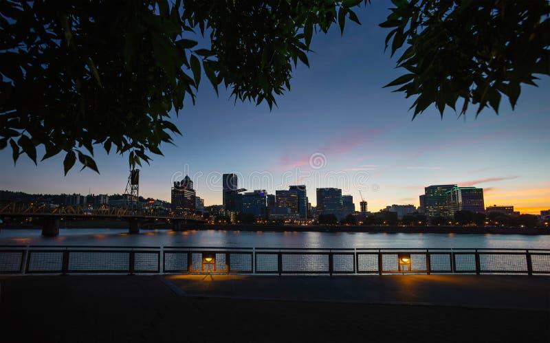 De stadshorizon van Portland stock afbeeldingen