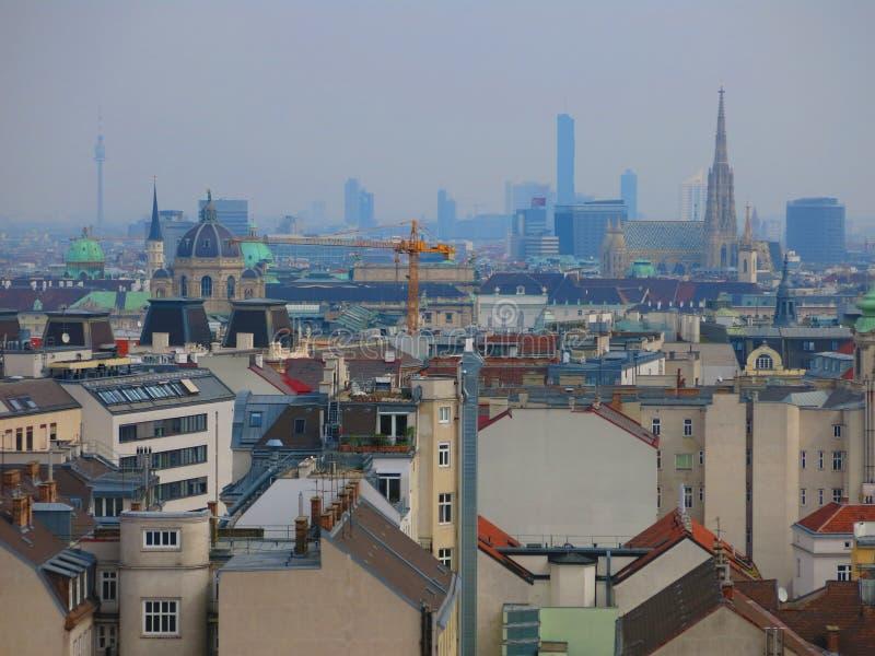 De stadshorizon van Wenen stock afbeeldingen