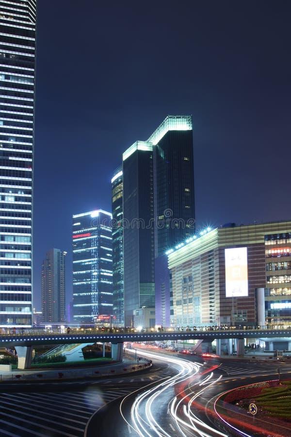 De stadslandschap van de nacht in Chinees Shanghai royalty-vrije stock afbeeldingen