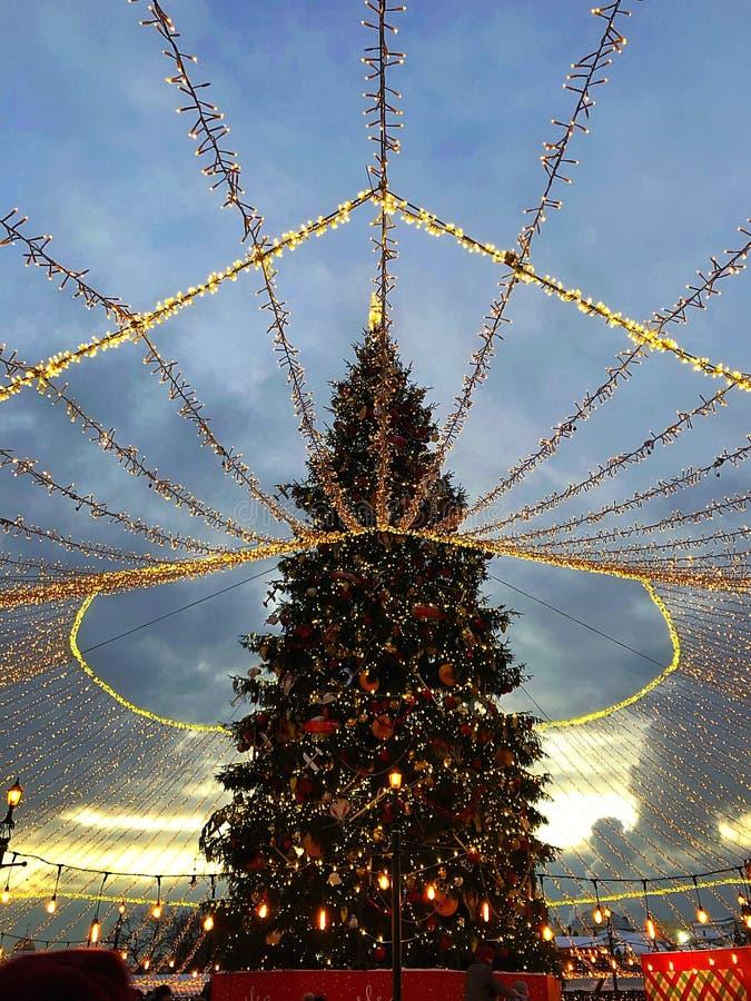 De stadslichten van Moskou en Kerstmisdecoratie in rood vierkant royalty-vrije stock fotografie