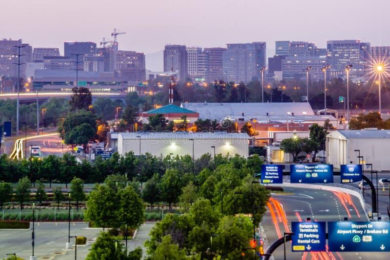 De stadslichten van San Jose Californië vroege ochtend royalty-vrije stock afbeeldingen