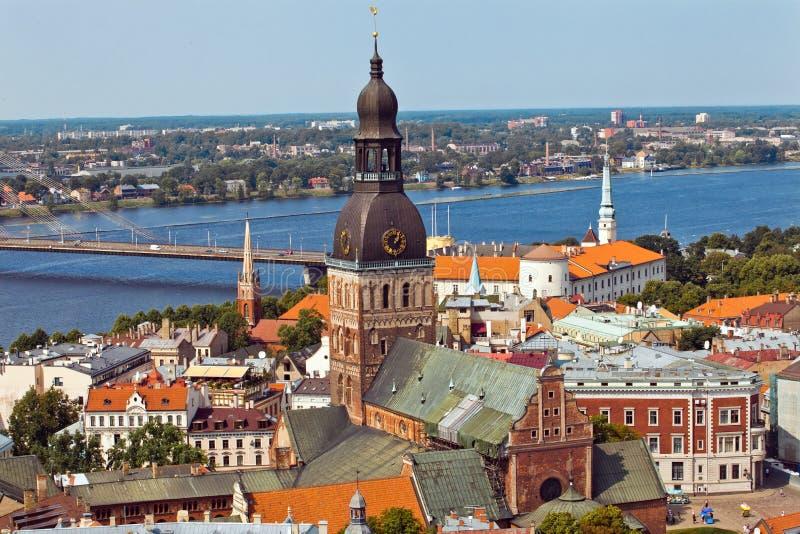 De stadsmening van het Panorama van Riga stock afbeelding