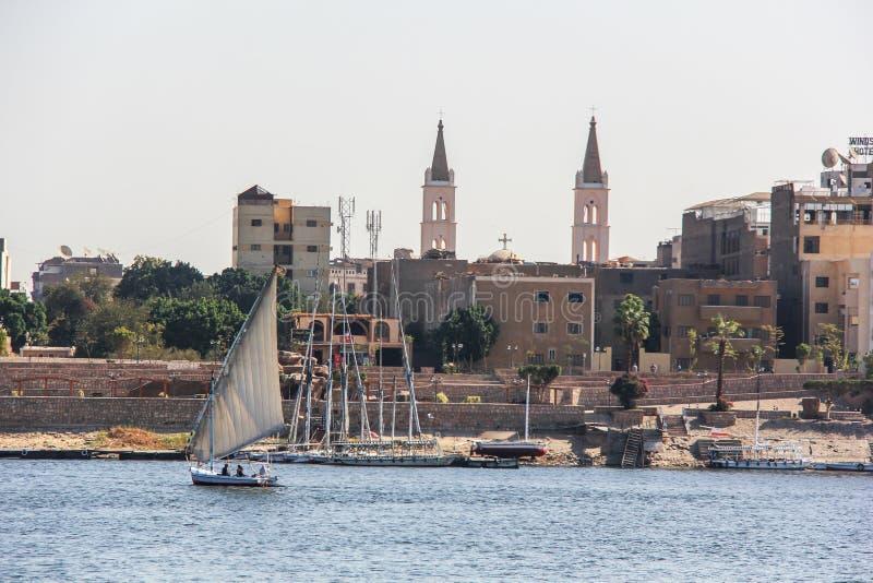 De stadsmening van Nijl van de Luxorrivier stock foto