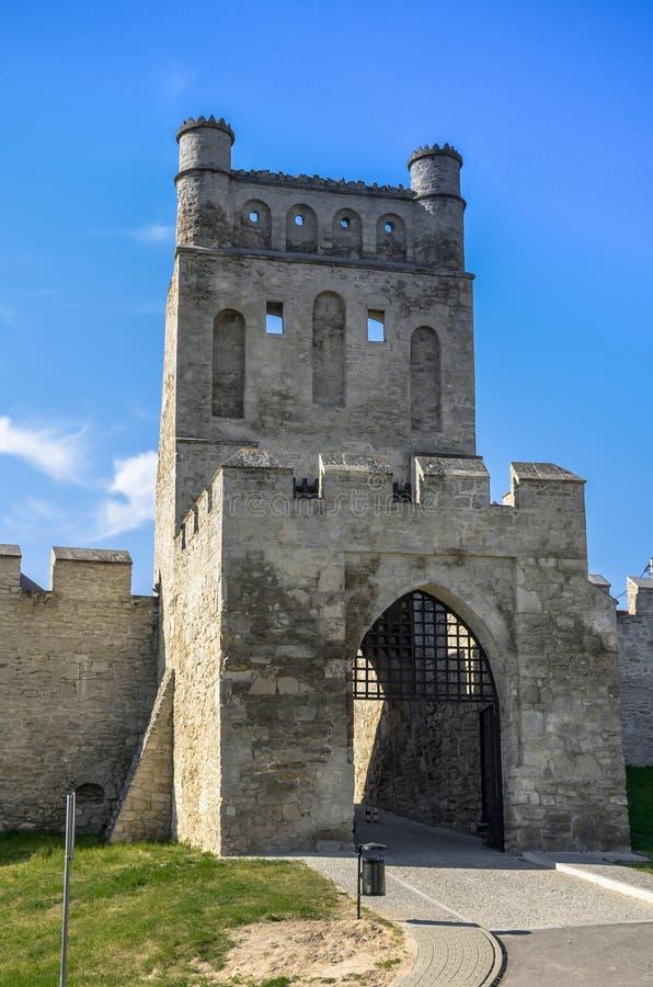 De stadsmuren en de Poort van Krakau, Szydlow, Polen royalty-vrije stock afbeeldingen