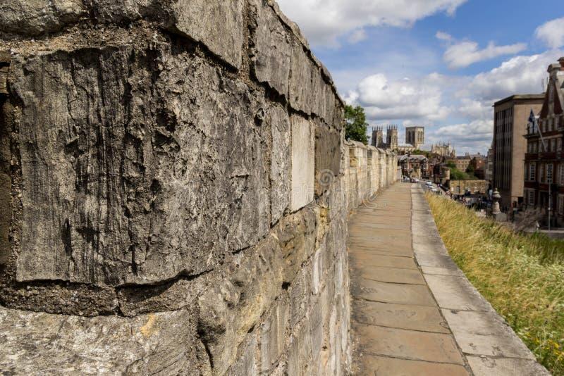 De stadsmuren van York stock afbeeldingen