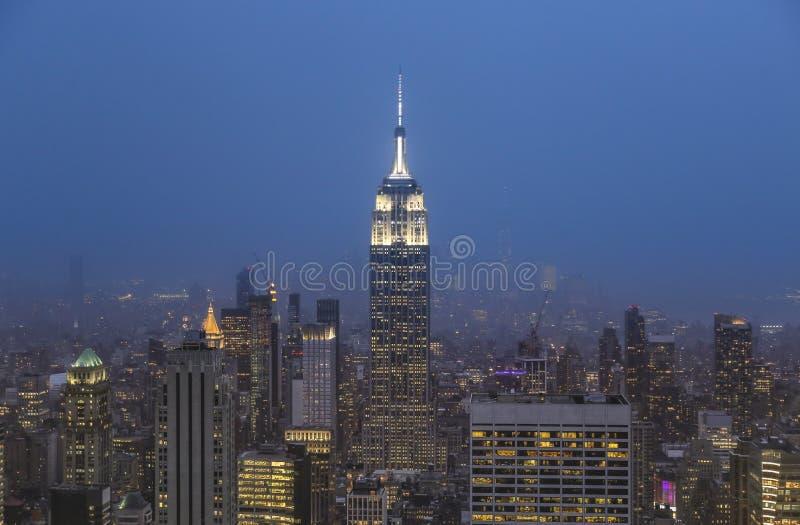 De Stadsnacht van New York vanaf de bovenkant stock foto's