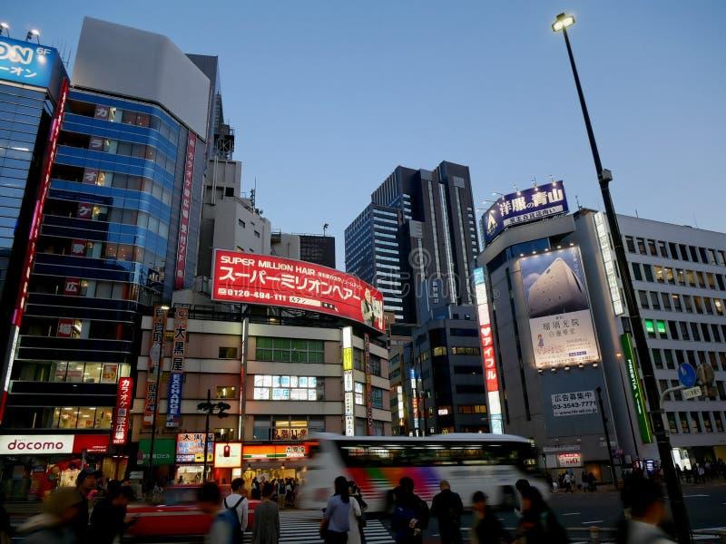 De stadsnachtleven van Tokyo stock afbeeldingen