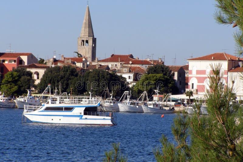 De stadspanorama van de kust royalty-vrije stock afbeelding