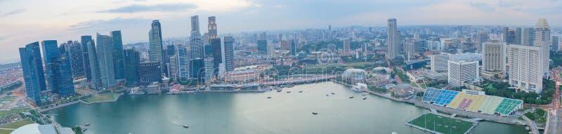De stadspanorama van Singapore met Baaimening Moderne Aziatische megalopolis stock afbeelding