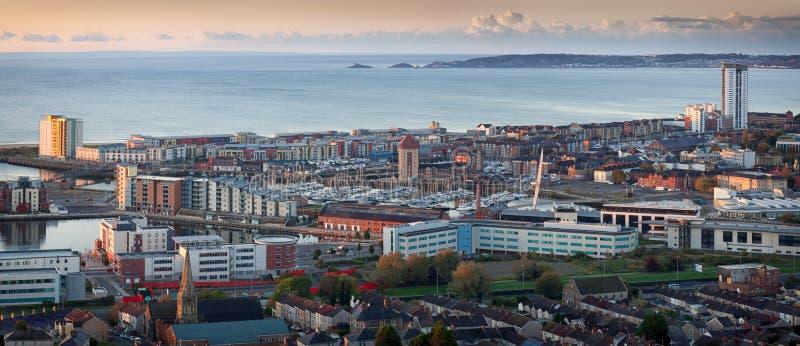 De stadspanorama van Swansea stock afbeeldingen