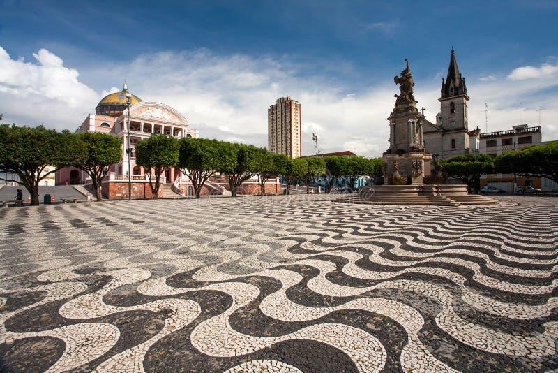 De stadsstoep van Manaus met het theater van Amazonië en kerk in Brazilië stock foto