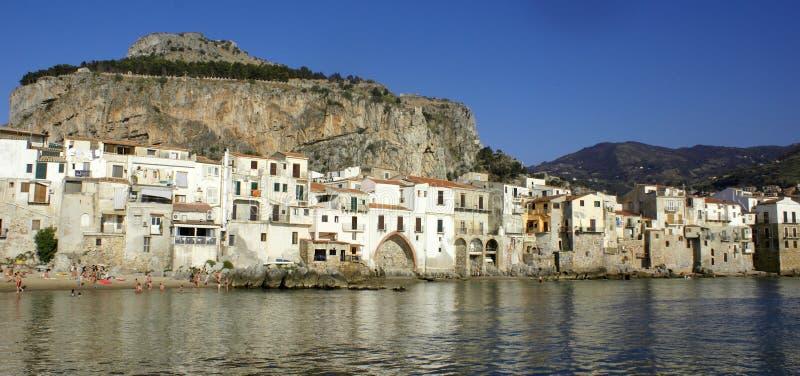 De stadswaterkant van Cefalu stock fotografie