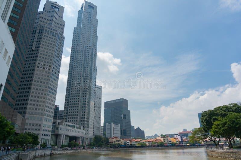 De stadswolkenkrabber van Singapore met de rivier van Singapore stock fotografie
