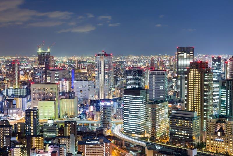 De stadszaken van Osaka de stad in met de achtergrond van de schemeringhemel royalty-vrije stock afbeeldingen