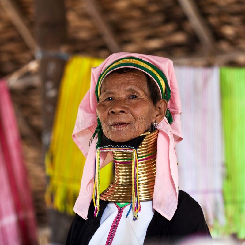 De stamvrouw van Padaung stock afbeelding