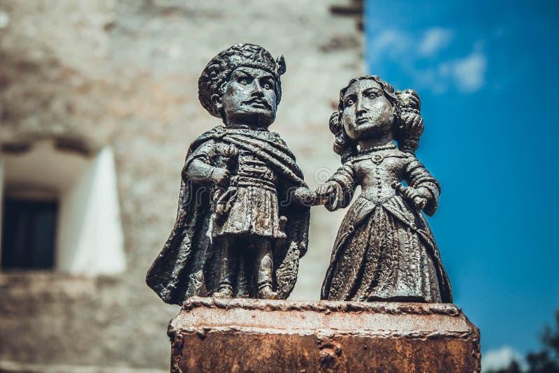 De standbeelden in het kasteel Palanok stock afbeeldingen
