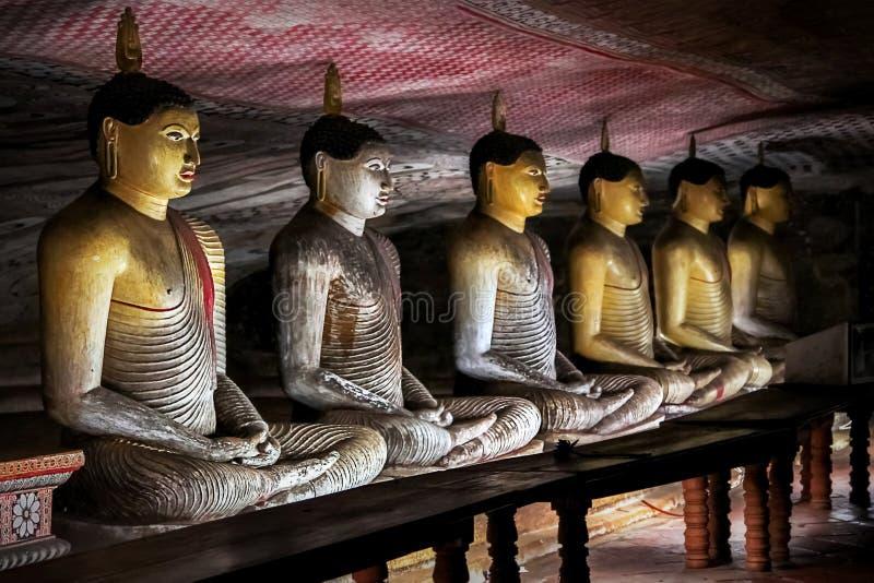 De standbeelden van Boedha in de Dambulla-Holtempel Sri Lanka royalty-vrije stock foto