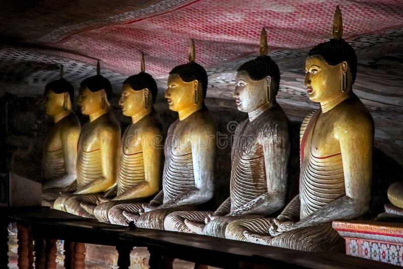 De standbeelden van Boedha in de Dambulla-Holtempel Sri Lanka stock foto's