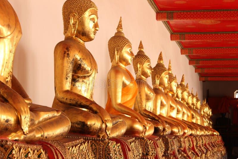 De standbeelden van Boedha in de tempel royalty-vrije stock fotografie