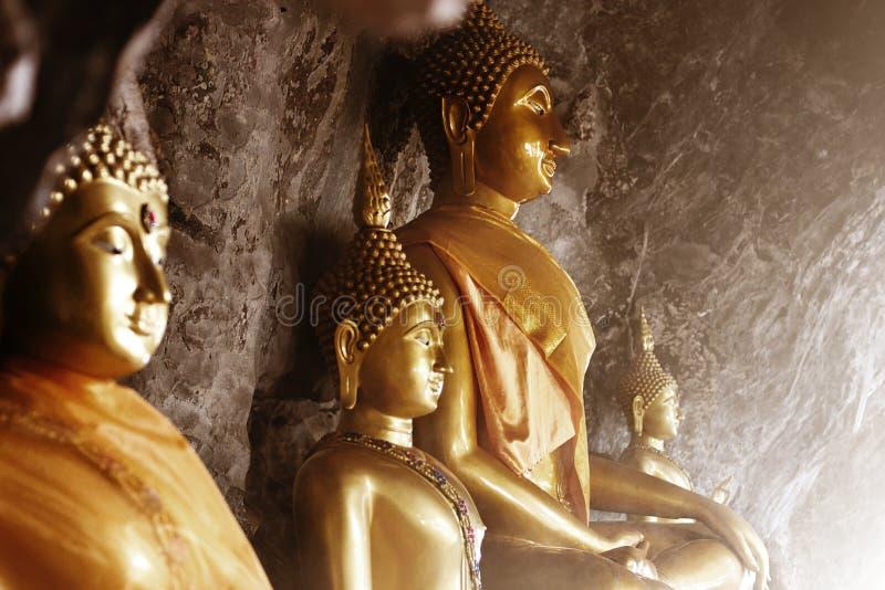 De standbeelden van Boedha in een hol royalty-vrije stock foto