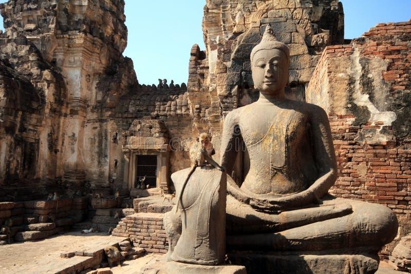 De standbeelden van Boedha met apen royalty-vrije stock foto