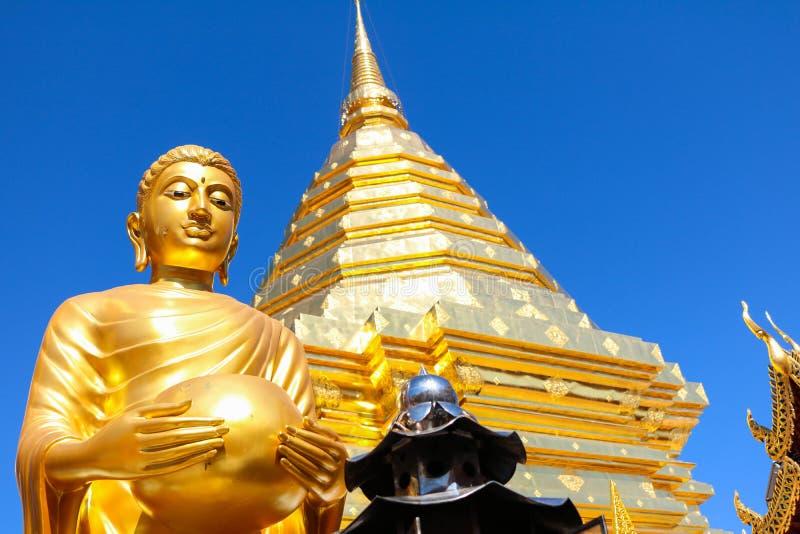 De standbeelden van Boedha in Wat Phra That Doi Suthep royalty-vrije stock foto