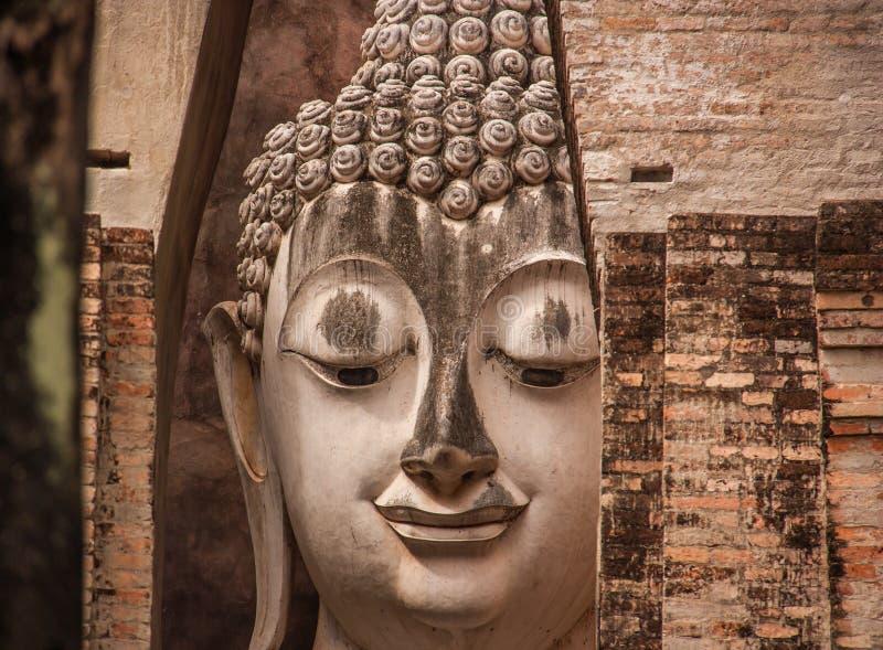De standbeelden van Boedha, Wat Si Chum, Thailand stock fotografie