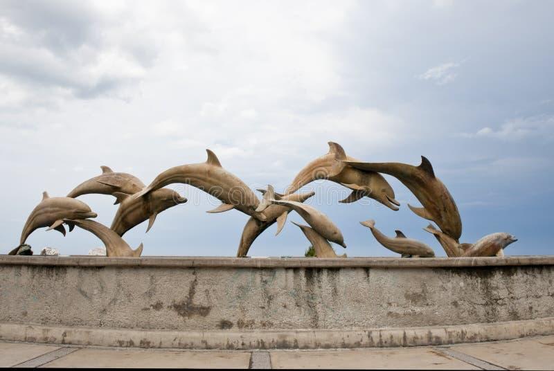 Download De Standbeelden Van De Dolfijn Stock Afbeelding - Afbeelding bestaande uit dolfijnen, jumping: 10775469