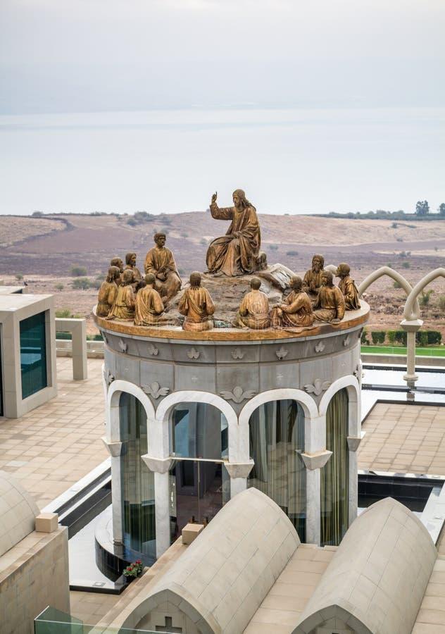De standbeelden van Jesus en Twaalf Apostelen, Domus Galilaeae in Israël royalty-vrije stock afbeelding