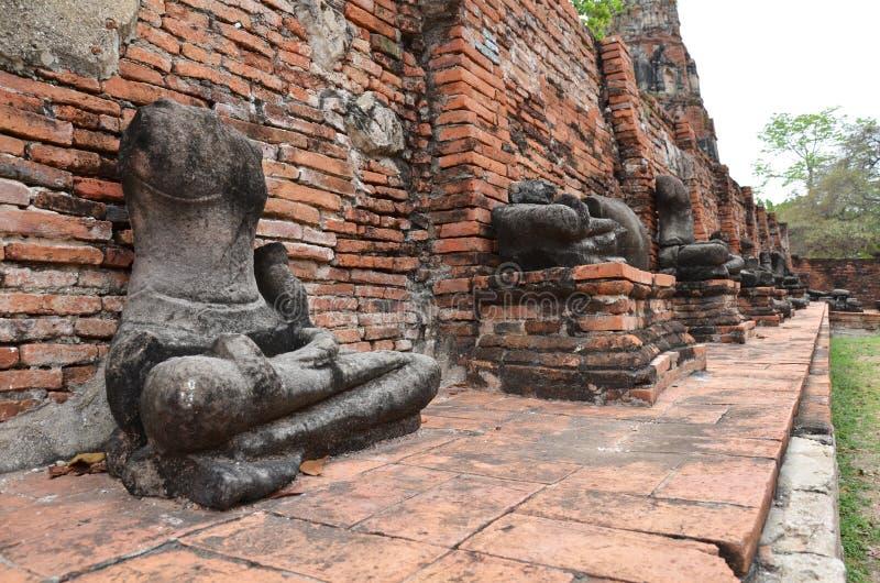 De standbeelden van ruïneboedha in Ayudhya, Thailand stock foto's