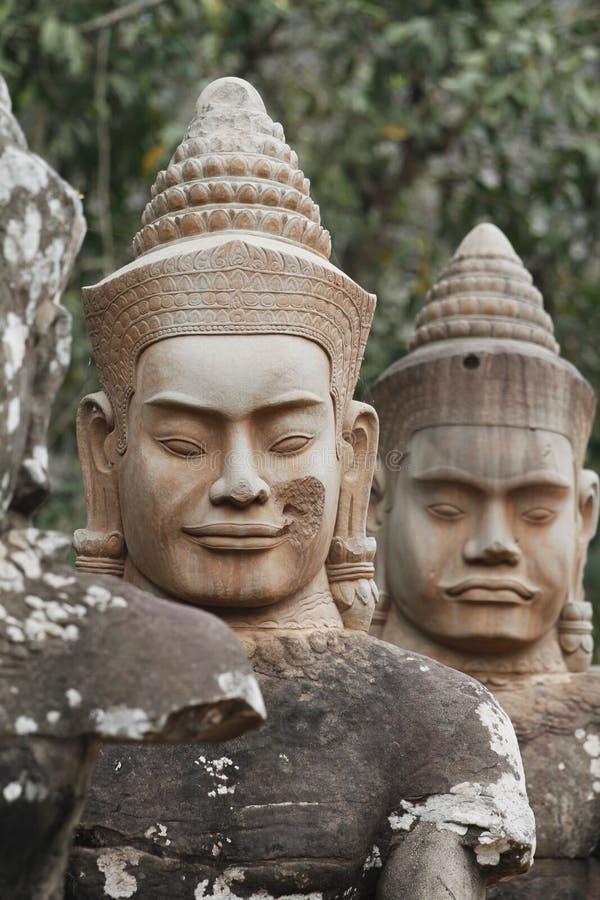 De Standbeelden van Thom van Angkor stock afbeeldingen