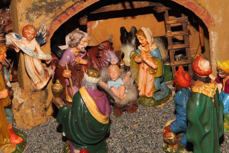 De standbeelden van de traditionele Italiaanse geboorte van Christusscène stock afbeelding