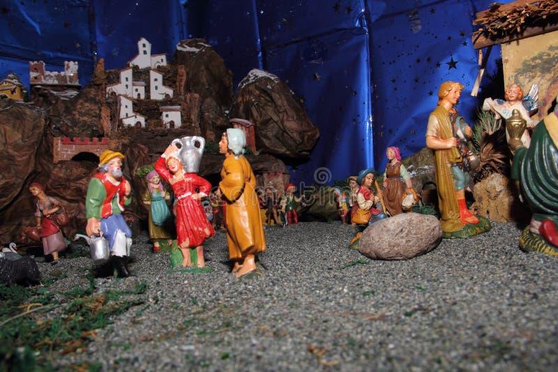 De standbeelden van de traditionele Italiaanse geboorte van Christusscène stock foto