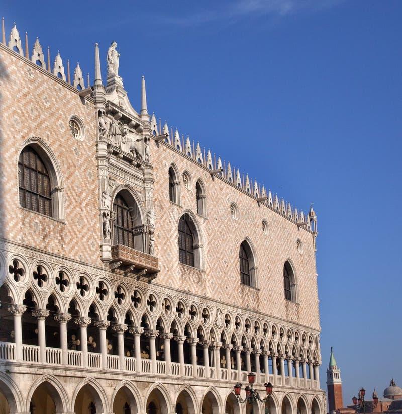 De Standbeelden Venetië Italië van de Details van het Paleis van de doge royalty-vrije stock afbeelding
