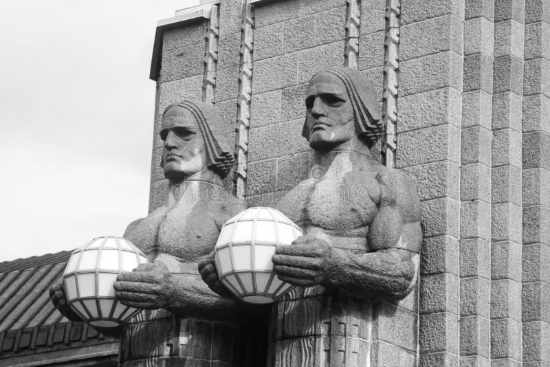 De standbeelden versieren het belangrijkste station, Helsinki stock fotografie