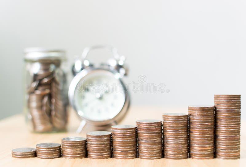 De stap van de muntstukstapel het groeien tot succes financiële zaken met cl royalty-vrije stock foto
