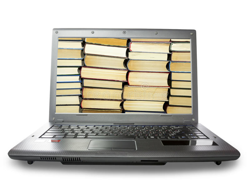 De stapel van boeken op een laptop monitor, op witte achtergrond stock afbeelding