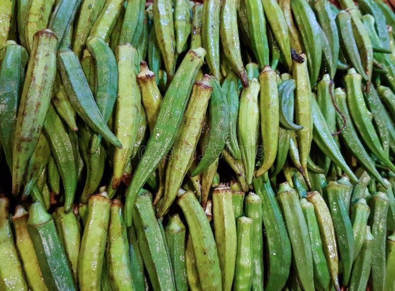 De stapel van de damesvinger in plantaardige markt voor verkoop royalty-vrije stock afbeeldingen