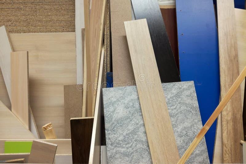 De stapel van diverse bouw levert steekproeven Isolatieschuim en houten raad stock fotografie