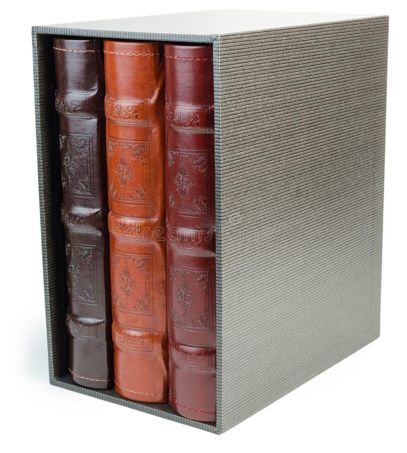 De stapel van drie fotoboeken in vakje op witte backround royalty-vrije stock afbeeldingen