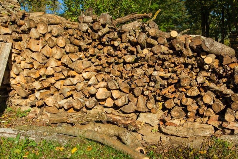 De stapel van hout opent de tuin het programma stock foto's
