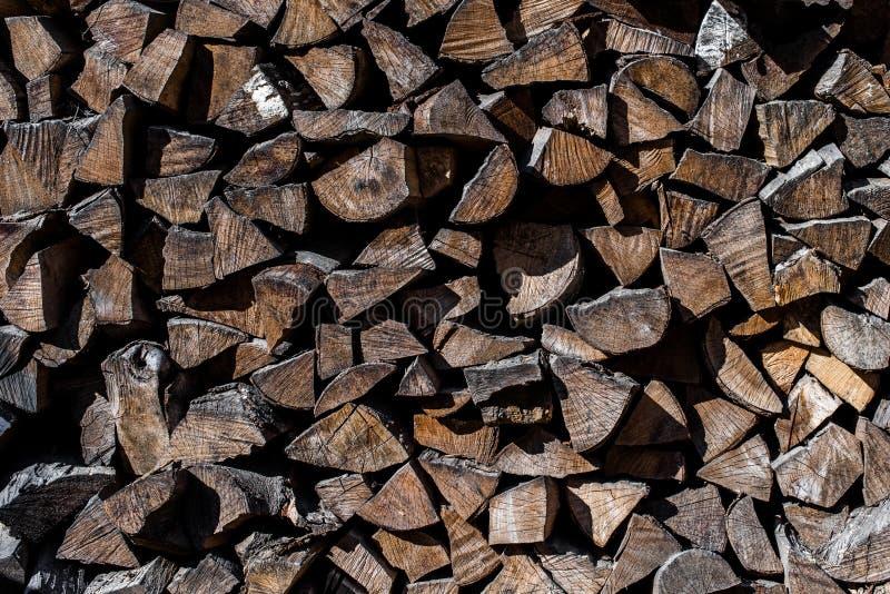 De stapels van brandhout sluiten omhoog Plattelandspatronen stock foto