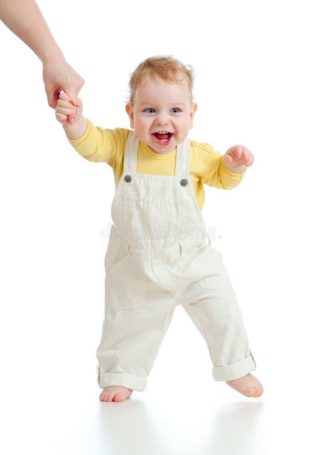 De stappen eerste keer van de baby studioschot royalty-vrije stock afbeelding