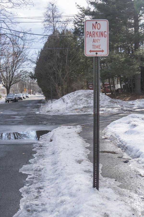 De ` de stationnement interdit plaque de rue de ` à tout moment photo stock