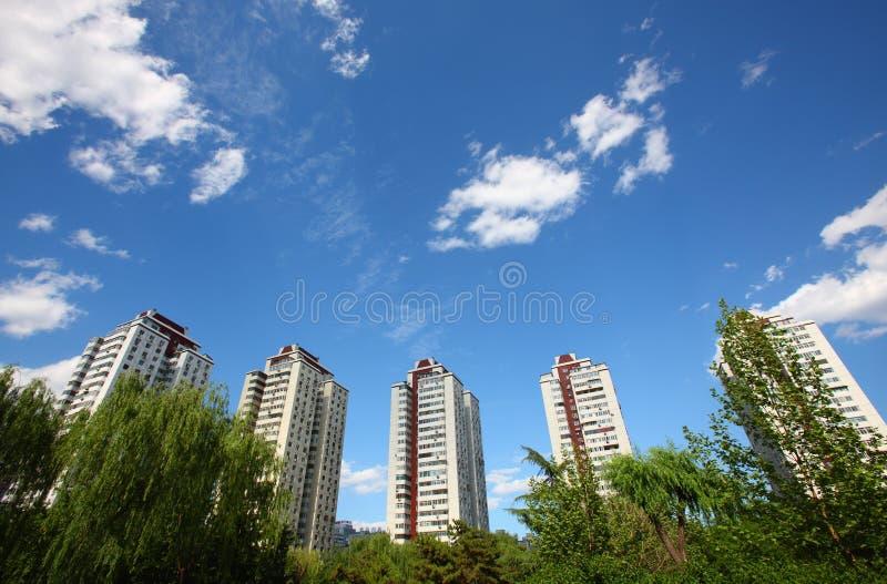Download De stedelijke bouw stock afbeelding. Afbeelding bestaande uit groen - 10776629