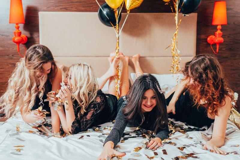 De stedelijke viering van de de luxelevensstijl van de vrouwenglamour stock afbeelding